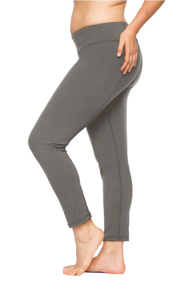 lola getts coverstoryNYC plus size leggings