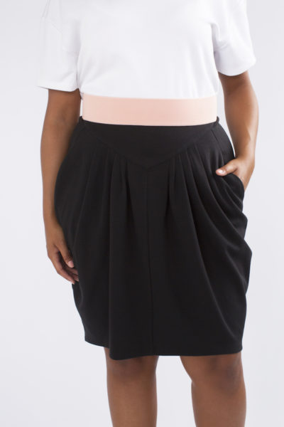 See Rose Go Pleated Skirt Black plus size COVERSTORY