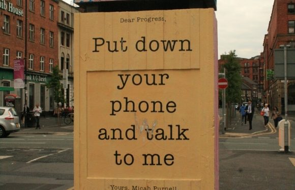 "Sign saying ""Put Down Your Phone"""