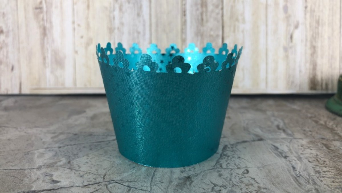 Cricut Design Space file - 2 cupcake holders (is not free)