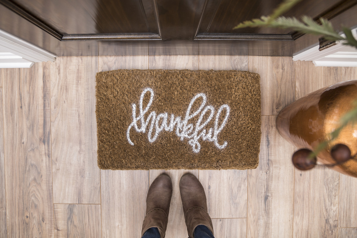 DIY 'thankful' door mat