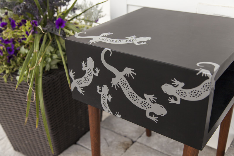 Outdoor side table decorated with vinyl geckos