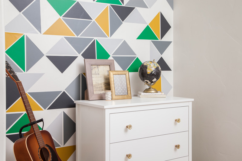 Geometric patterned vinyl accent wall decor