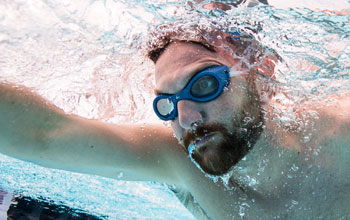 0c07ca9da2 Hit the water with confidence with the advanced Stingray swim goggle.