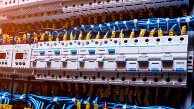 Comandos Elétricos e Controlador Lógico Programável (CLP)