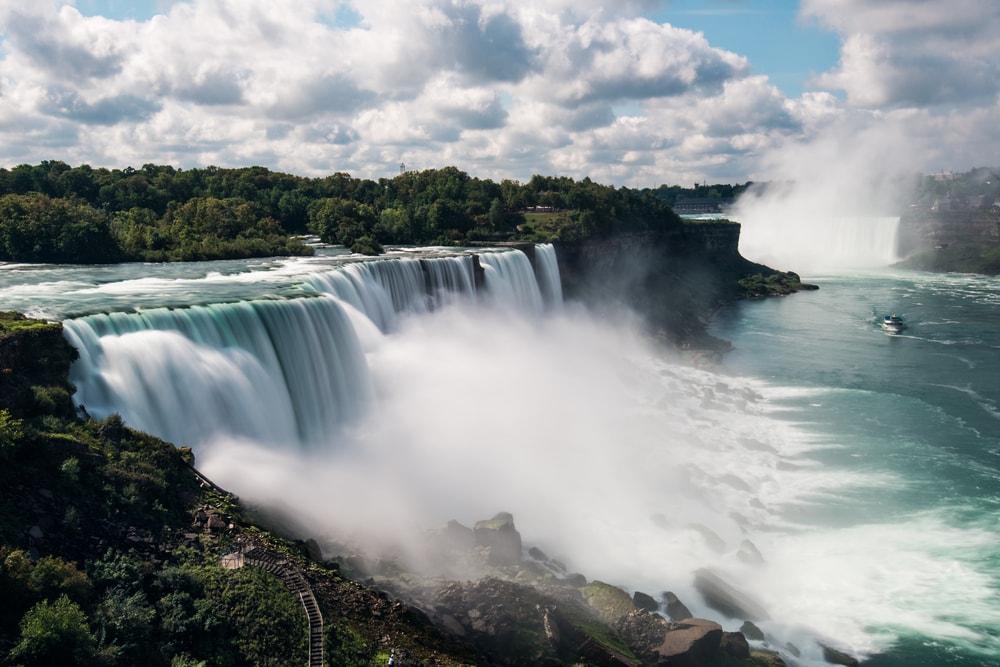 Breathtaking views at the brink of Niagara Falls