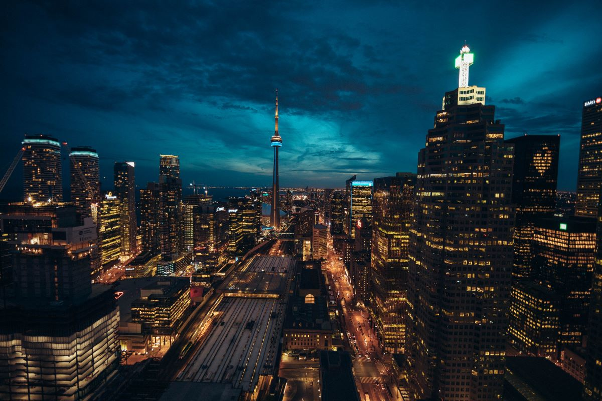 city-life-in-canada-at-night