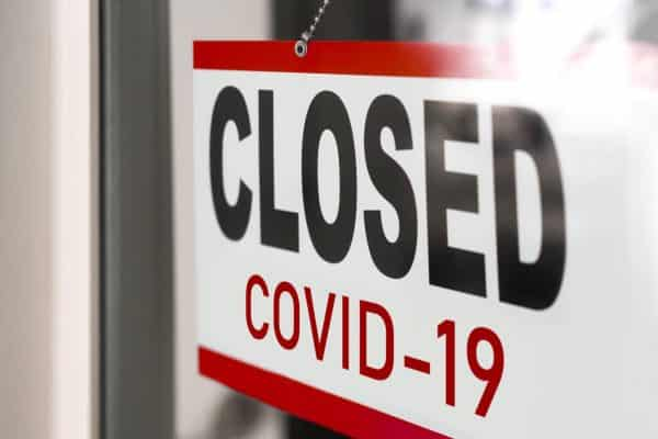 closed COVID-19 sign in shop window