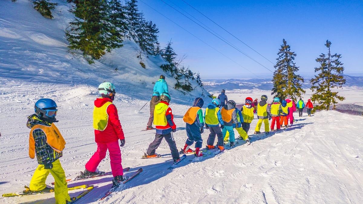 Winter-Jobs-in-Canada-in-2020-Ski-Instructor