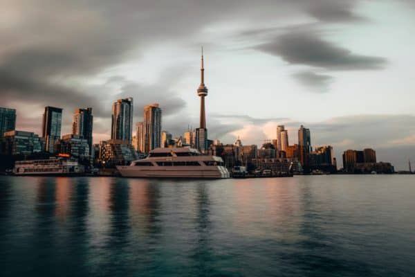 skyline of Toronto Ontario | move to Canada