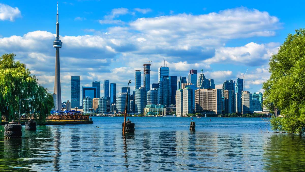 Toronto-skyline-over-lake-in-Ontario-Canada