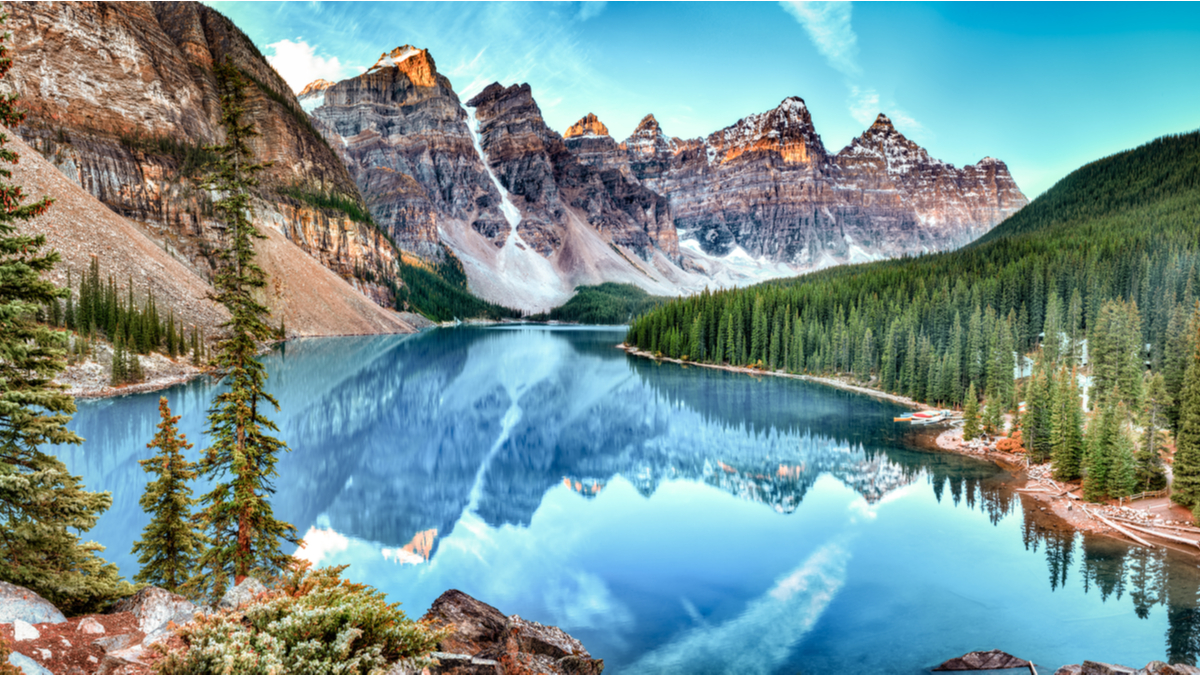 Lake-Louise-Alberta-Best-Provinces-to-Immigrate-to-in-Canada