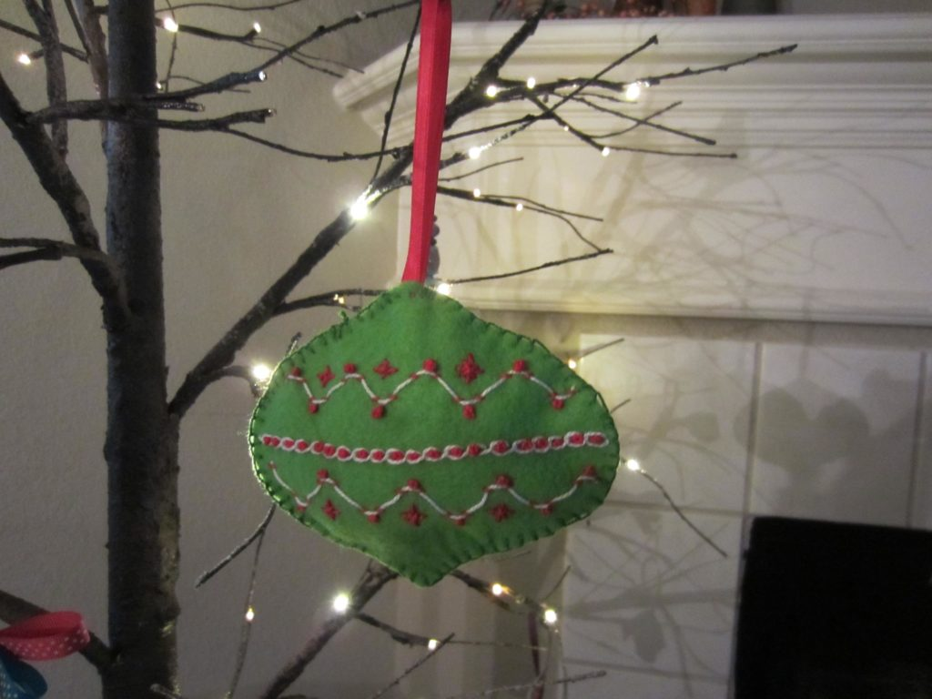Another finished retro ornaments made from felt