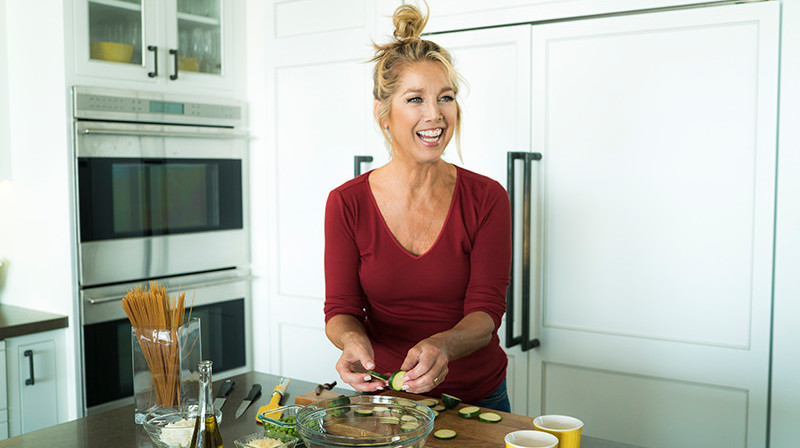 Denise Austin Creating A Fast & Healthy Recipe In The Kitchen