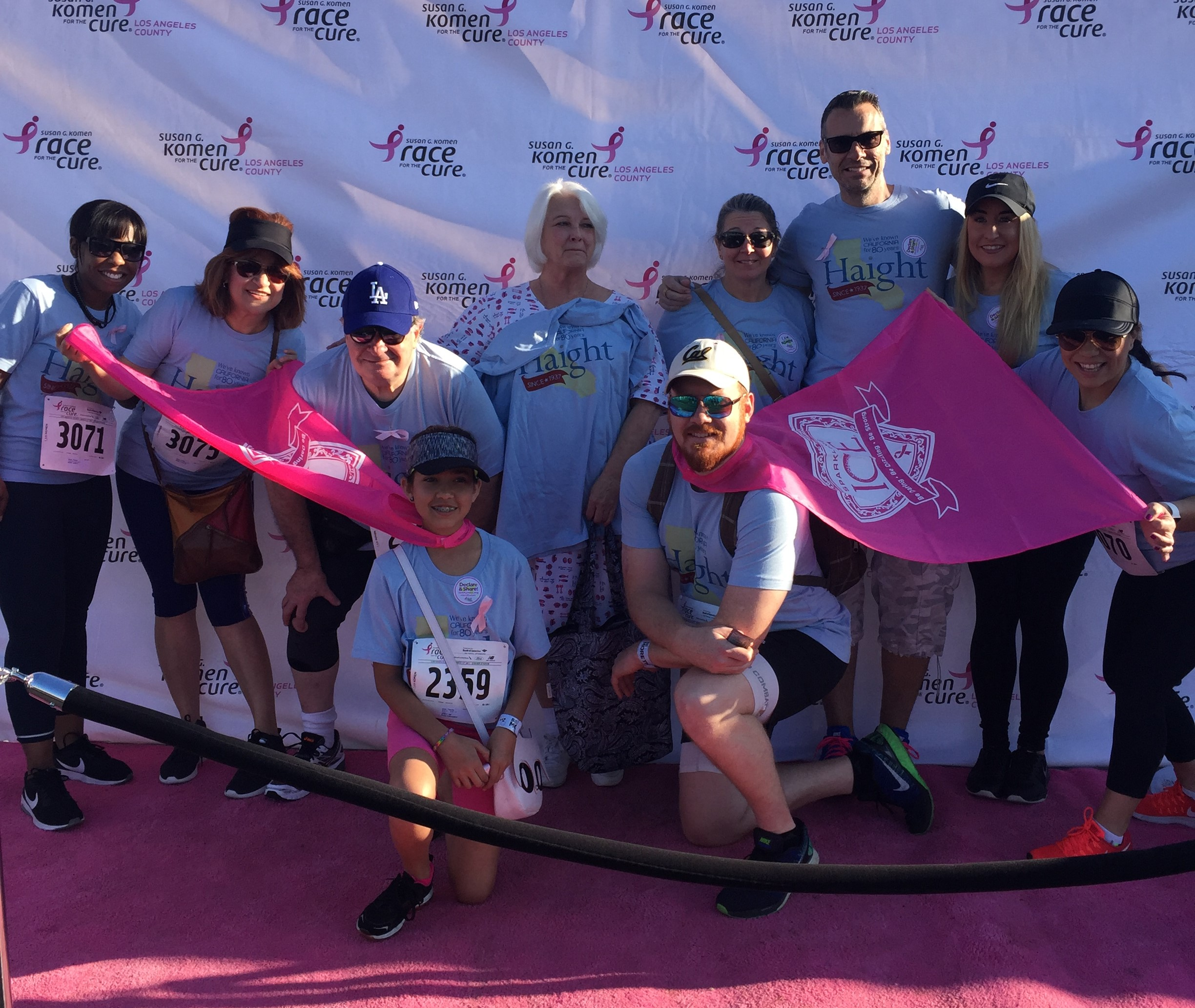 1222 ldj       80 acts yearender susan g komen group shot
