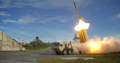 """ארה""""ב פרסה את מערכת ההגנה נגד טילים THAAD מול צפון קוריאה.  בייג'ין השיקה את נושאת המטוסים הראשונה שלה  שנבנתה בסין"""
