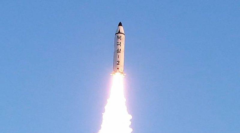 צפון קוריאה שיגרה טיל בליסטי לטווח בינוני. ארצות הברית פוצצה אותו באוויר קרוב לפיונגיאנג מעל טריטוריה צפון קוריאנית