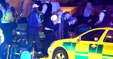פיגוע דריסה ודקירה במתפללים מוסלמיים שיצאו ממסגד בצפון לונדון. יש הרוג ופצועים