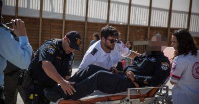 פיגוע ירי ודקירות בהר הבית בירושלים. שני שוטרים ישראלים הרוגים.  קרב אש ליד כיפת הסלע. שלושה מחבלים חוסלו