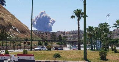 מאגרי דלק ותחמושת, ביניהם איראניים, התפוצצו בבסיס האווירי הצבאי הסורי בחמה לאחר שבמקום נשמעה התפוצצות עזה