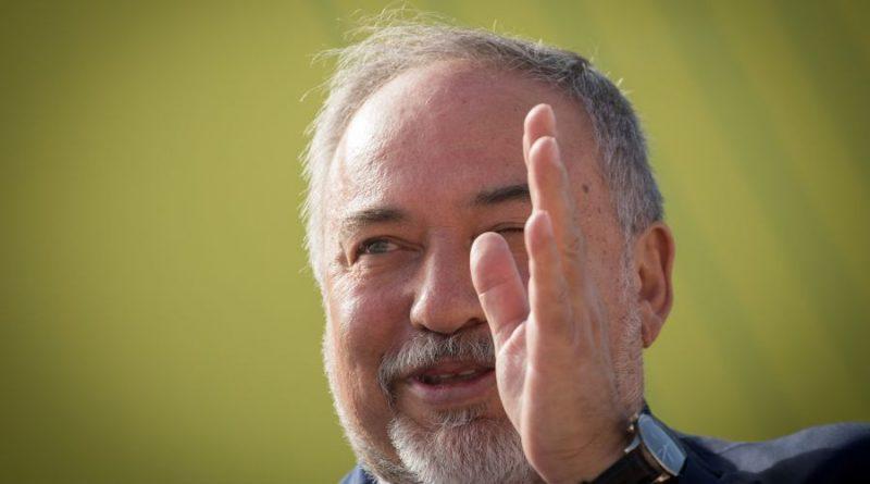 """שר הביטחון ליברמן התפטר. מגדיר את מדיניות הממשלה וצה""""ל נגד החמאס ובחזיתות אחרות 'כרפיסות וכניעה לטרור'. 'הכול תירוצים'"""