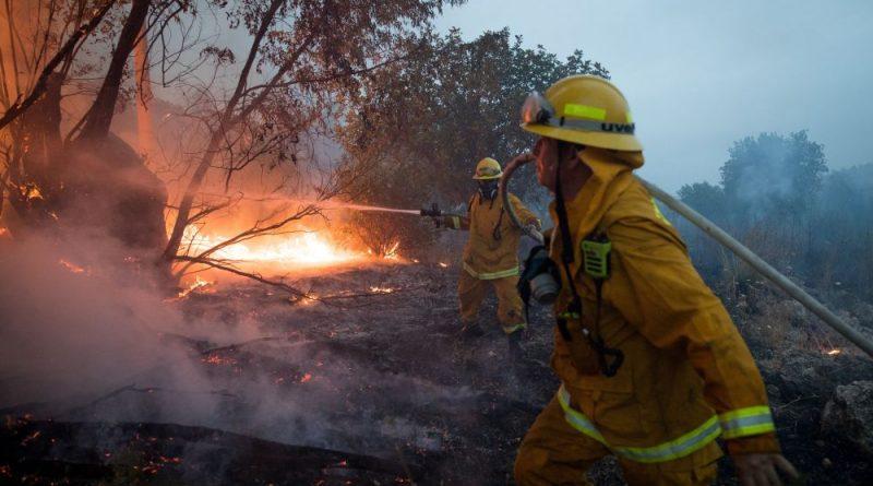 כוננות שיא במשטרה ולוחמי האש לקראת אפשרות חידוש גל השריפות עם החמרת גל החום.  עלו באש כ-40 בתים, פונו 3,500 אנשים