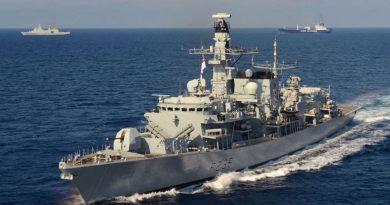 חמש סירות מהירות של משמרות המהפכה האיראנים ניסו להשתלט על מכלית נפט בריטית. פריגטה של הצי הבריטי הניסה אותן