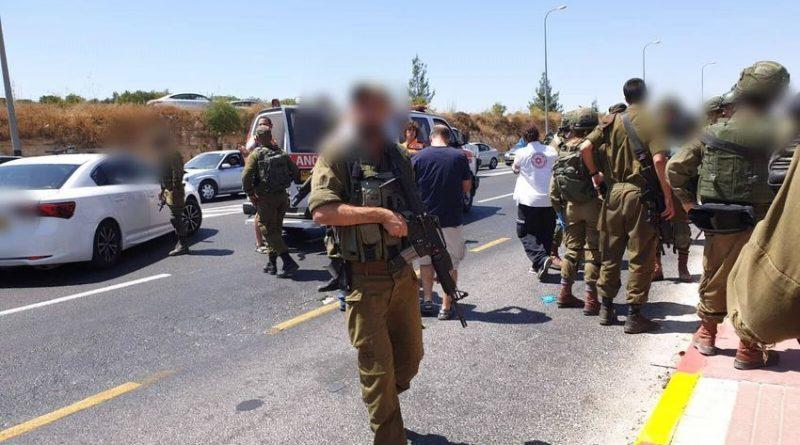 צעיר ישראלי פצוע קשה מאוד וצעירה פצועה בינוני בפיגוע דריסה בכביש מס' 60 בגוש עציון. המחבל הדורס שניסה להימלט נורה ונהרג