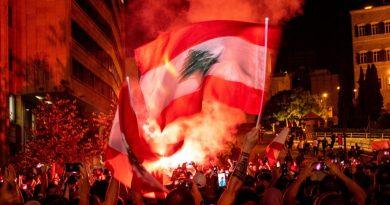 האם ההפגנות בלבנון הן באמת 'מהפכה'?  בפעם ראשונה יש סימנים שמדובר במרד נגד השיטה והמנהיגים הפוליטיים, כולל חיזבאללה
