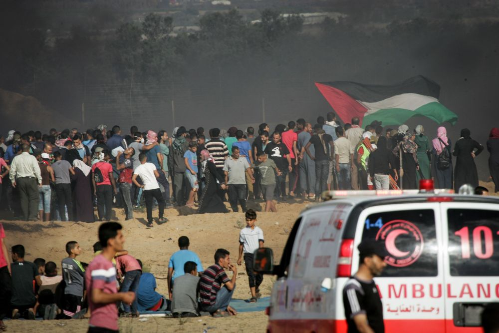 More than 10,000 Palestinian rioters hurl 33 improvised bombs at Israeli troops