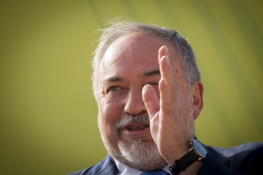 Lieberman steps down as defense minister, says govt kowtows to terrorists