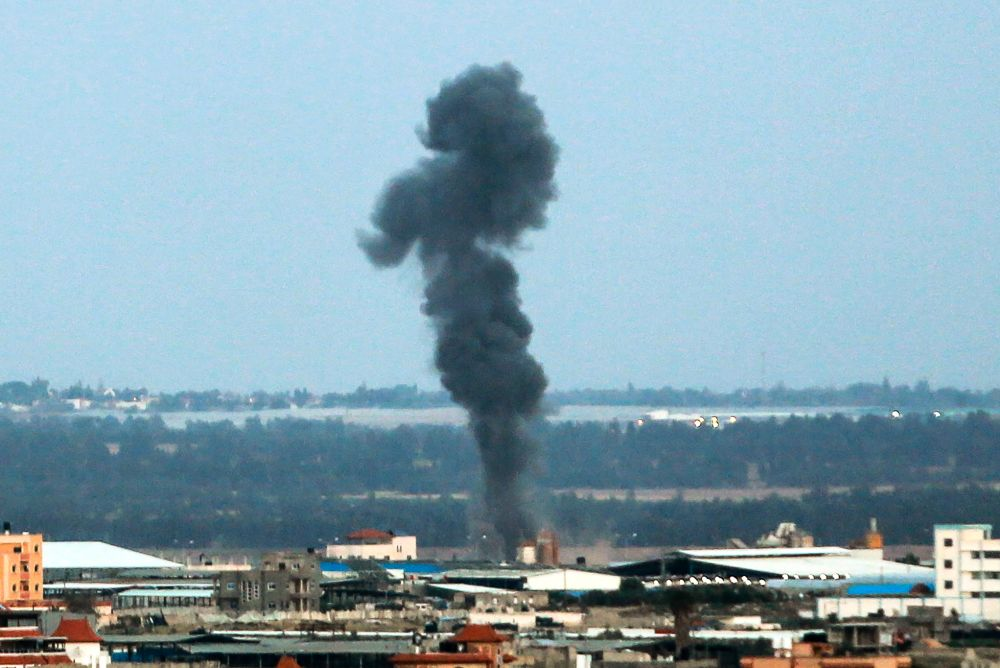 Israeli air force bombs three symbols of Hamas rule in Gaza. Sderot home hit. Hamas offers truce