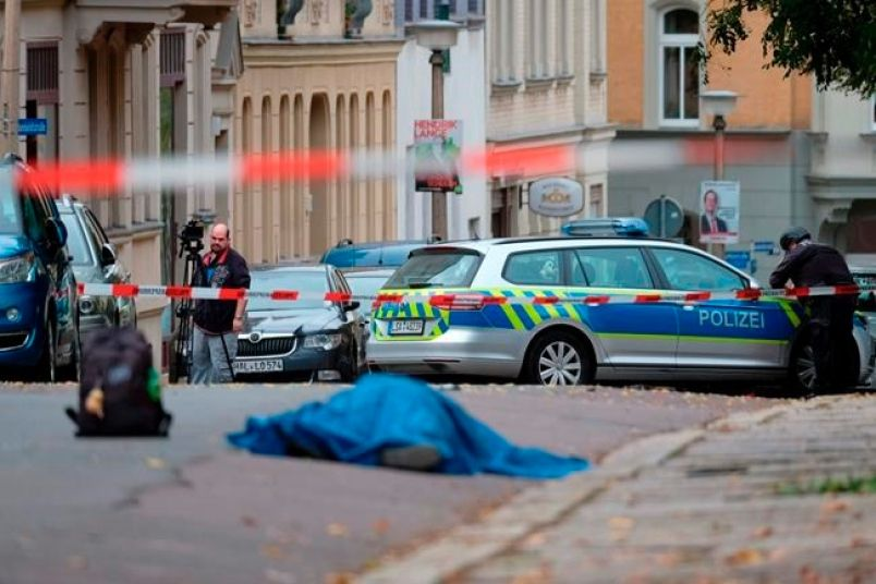 Gunmen kill two people outside German synagogue after failing to break in