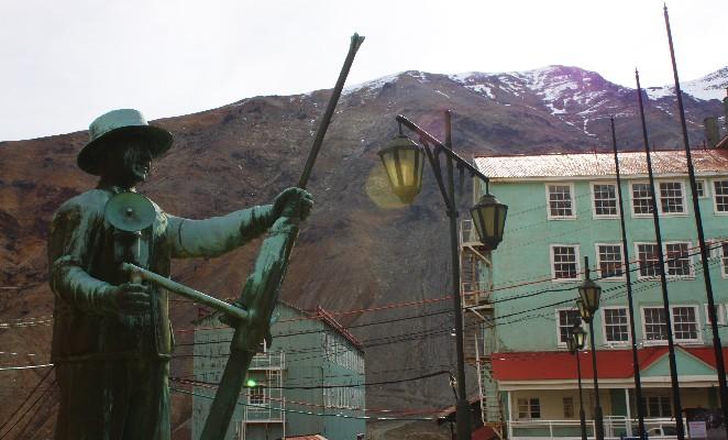 Sewell-denomades-estatua-minero