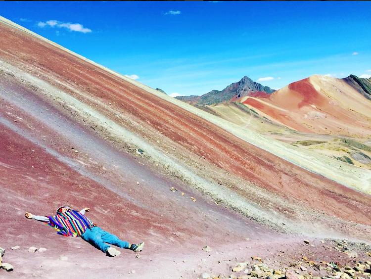 montaña-arcoiris-cusco-denomades-vw_boy