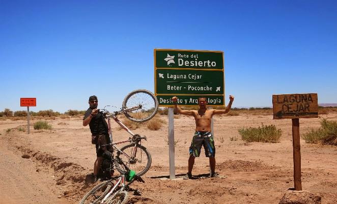 bicicleta-atacama-denomades-laguna-cejar-12-eduardo-christin-travelling-the-world_blogspot_com