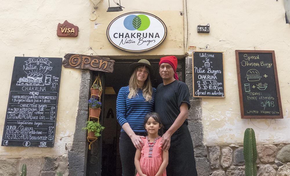 Familia dueña de restaurante en Cusco