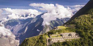 Ruinas arqueológicas de choquequirao sobre montañas