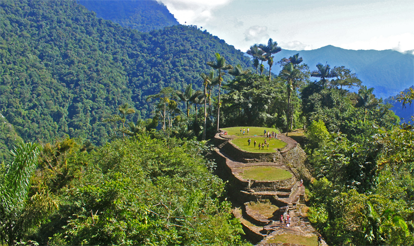 Selva y ruinas al final del trekking