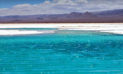 Agua turquesa de laguna baltinache