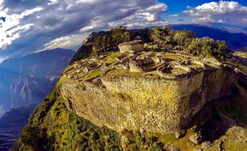 Ruinas de Kuelap en la montaña