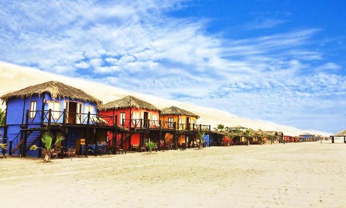 Cabañas frente al mar en arena blanca