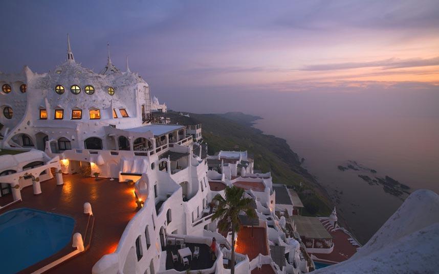 Atardecer en hotel frente al mar