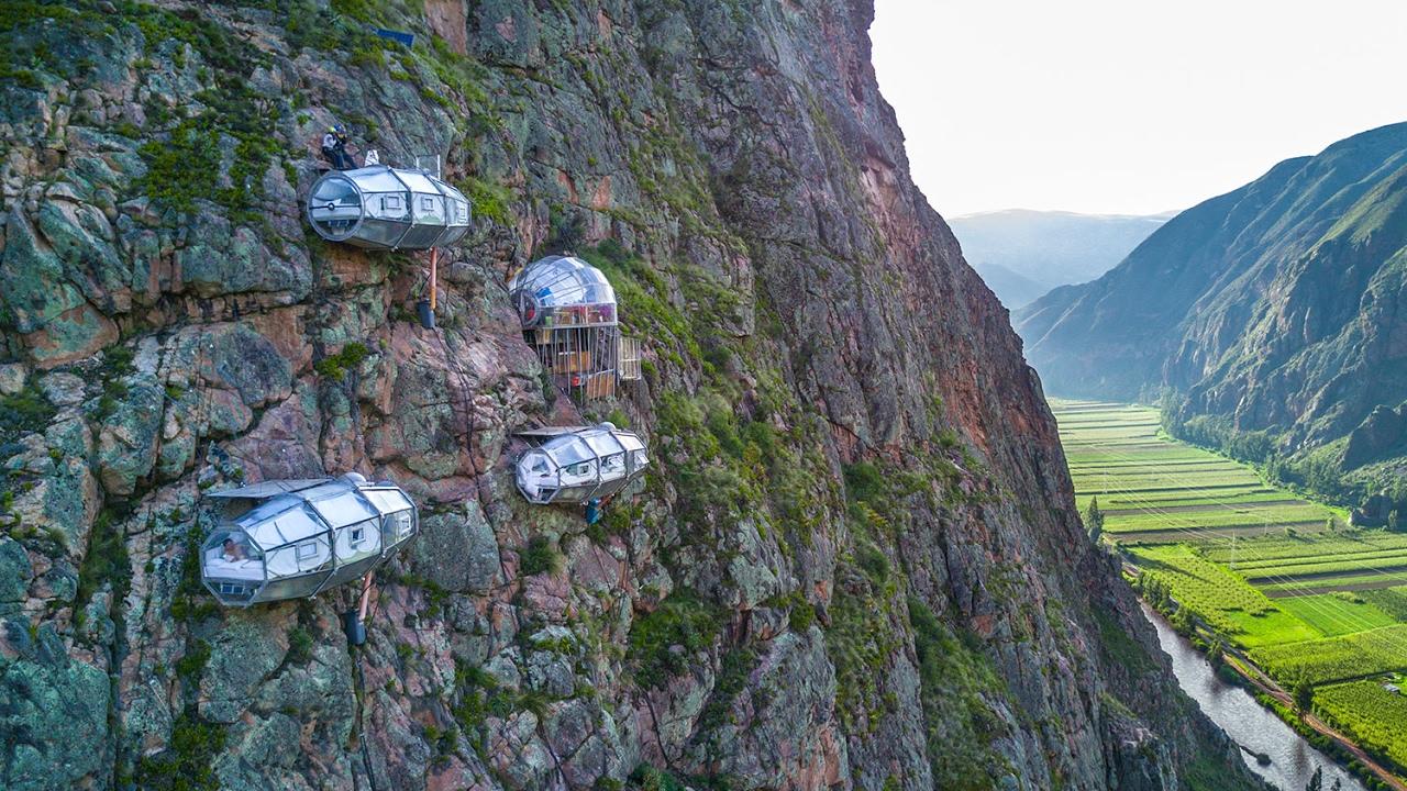 Hoteles capsula en una montaña