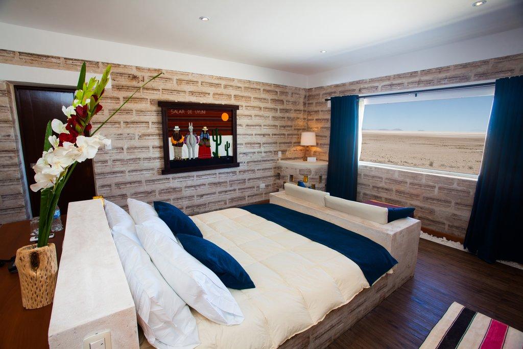 Hotel en medio de desierto de sal