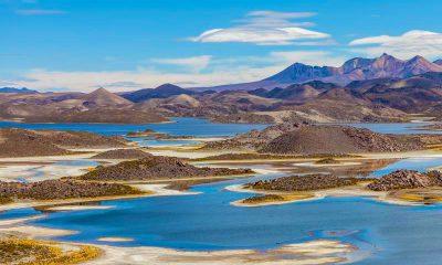 Lagunas en paisaje desertico