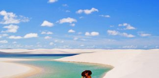 Mujer en desierto y laguna, destinos de sudamerica