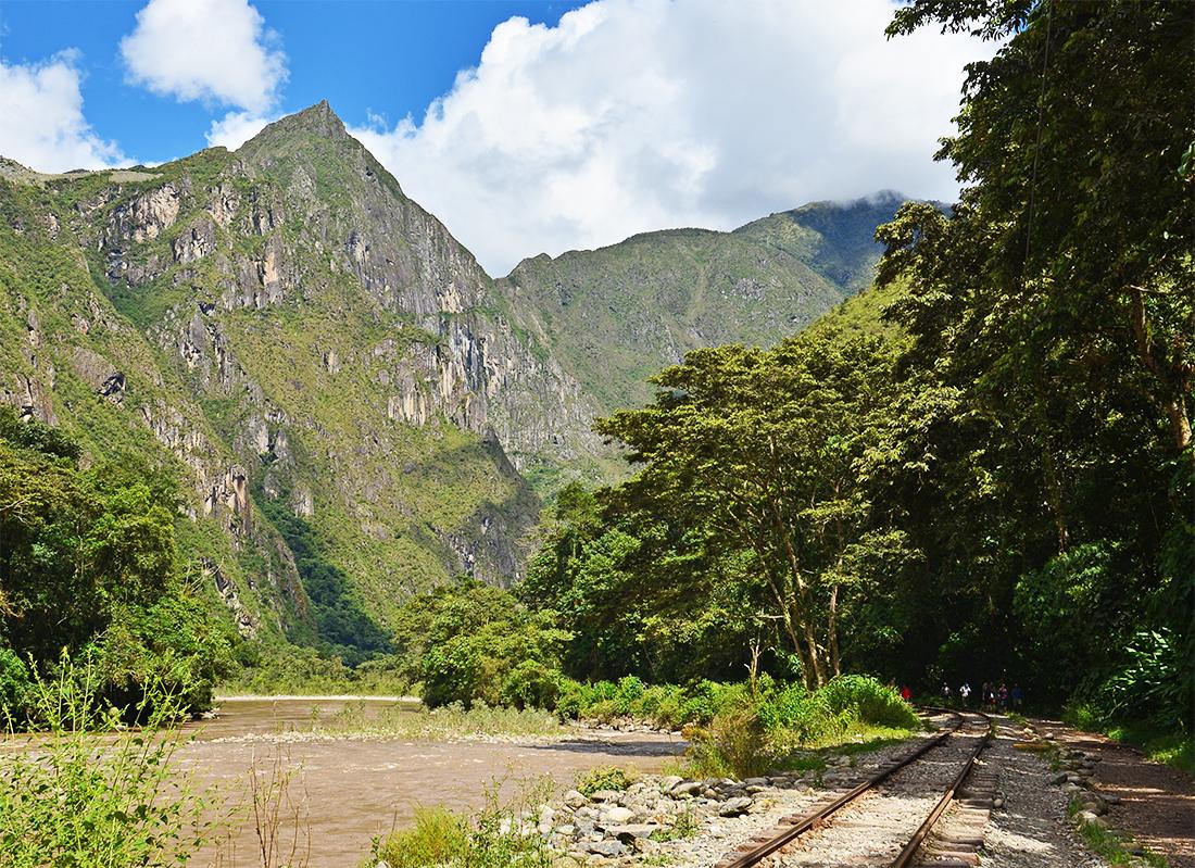 Vías del tren en camino hacia Machu Picchu