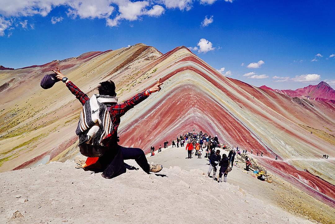 Montañas Arcoíris y turistas