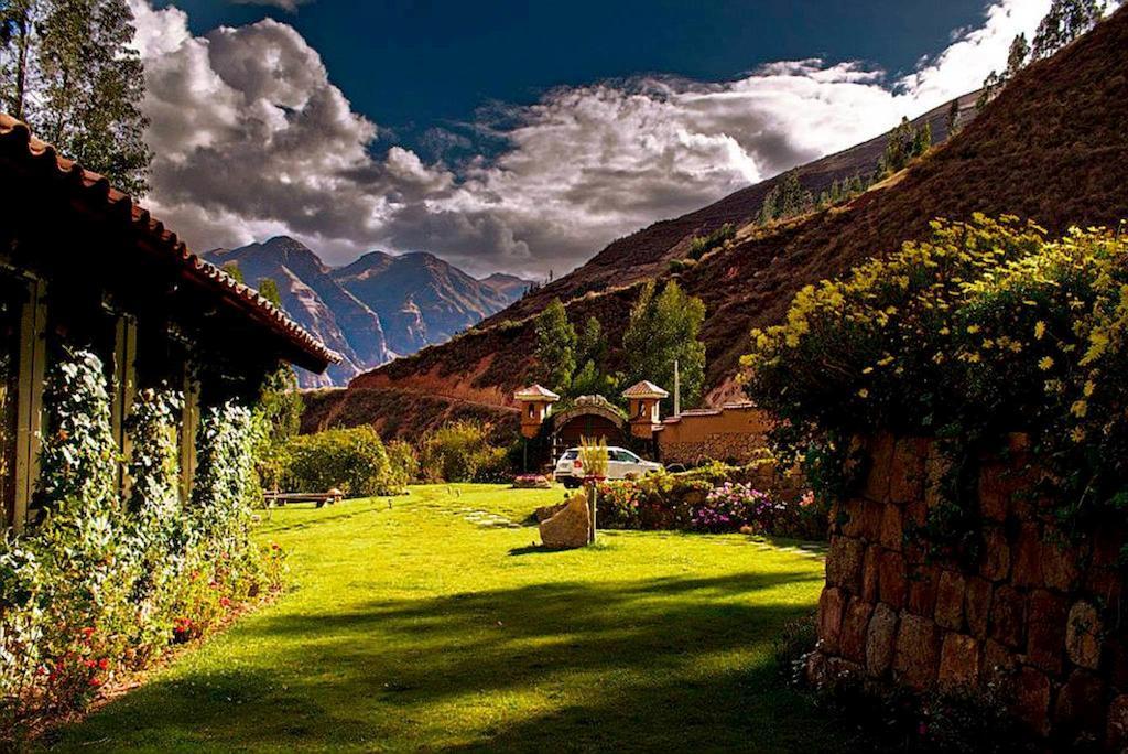 Vista romántica hacia el valle sagrado de cusco